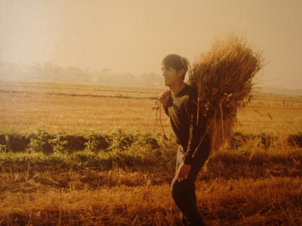 FlorCruz working on farm in late 1970s (Photo courtesy of Jaime FlorCruz)