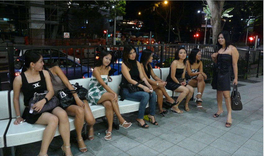 Pinays having a night out on Orchard Road (Source: hardwarezone.com.sg)