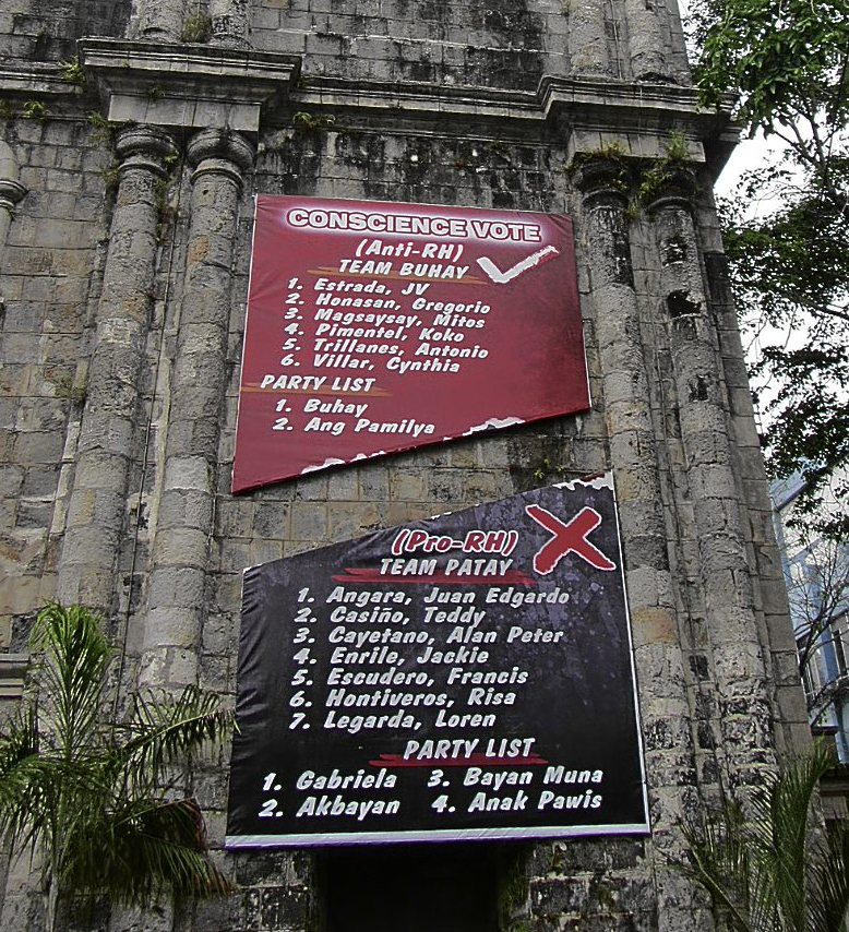 "The controversial ""Team Buhay/Team Patay"" banner hanging at a church in Bacolod (Source: Inquirer.net)"