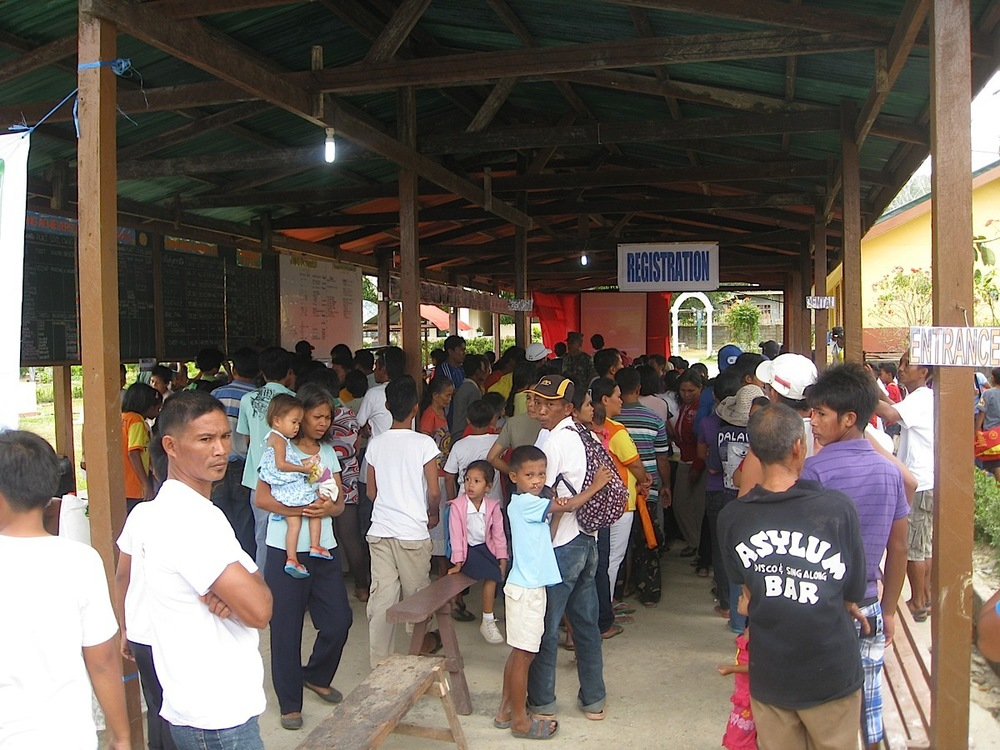 Patients waiting in line for registration at the medical mission site in Taytay, Palawan. (Photos courtesy of Tiago Villanueva)