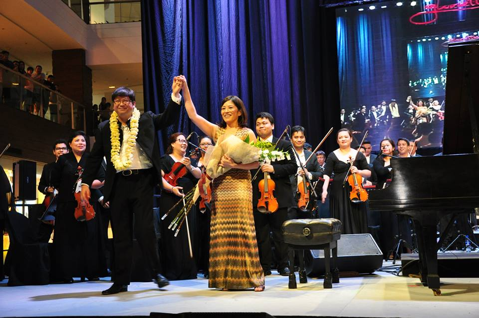 Cecile Licad with ABS-CBN Philharmonic acknowledging standing ovation in Glorietta Mall