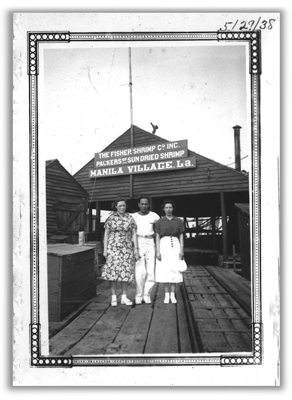 VisitorstoManilaVillage,1938