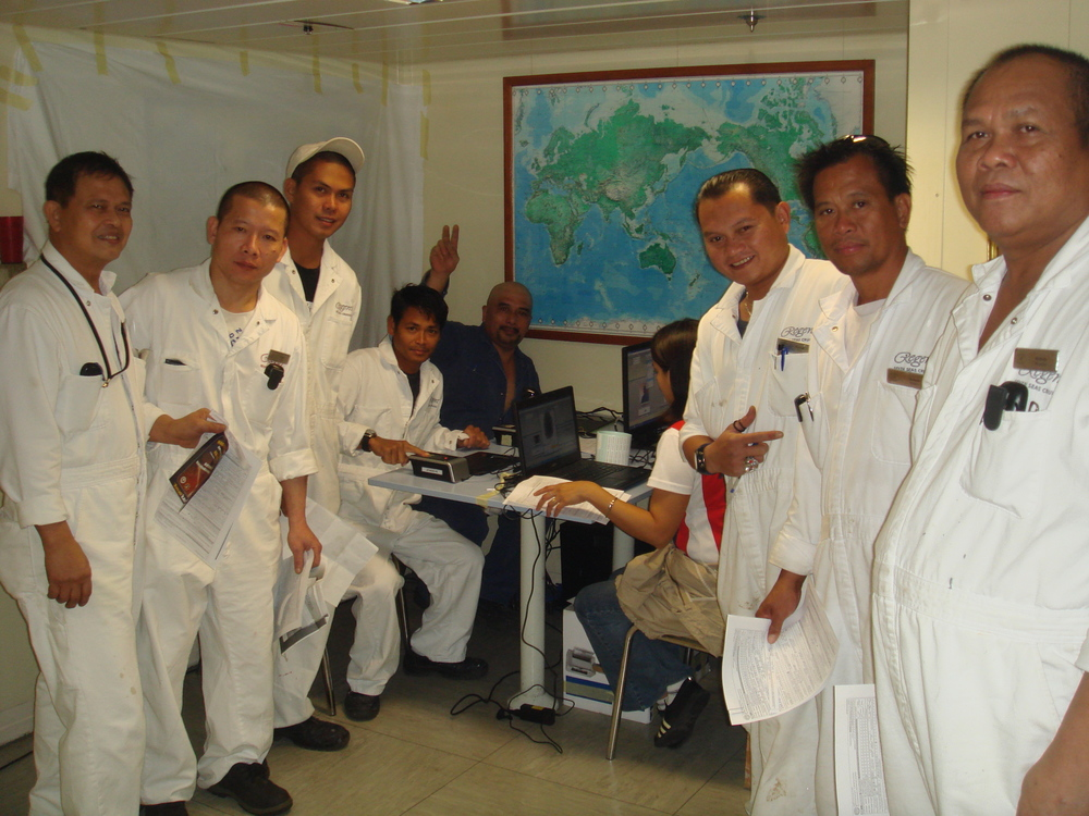 "Filipino seafarers register to vote through the Philippine Embassy's ""Akyat Barko"" program. (Source: www.philembathens.gr)"