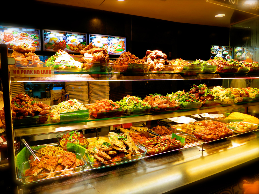 Colorful delicacies at a community hawker center (Source: asean2015.tumbler.com)