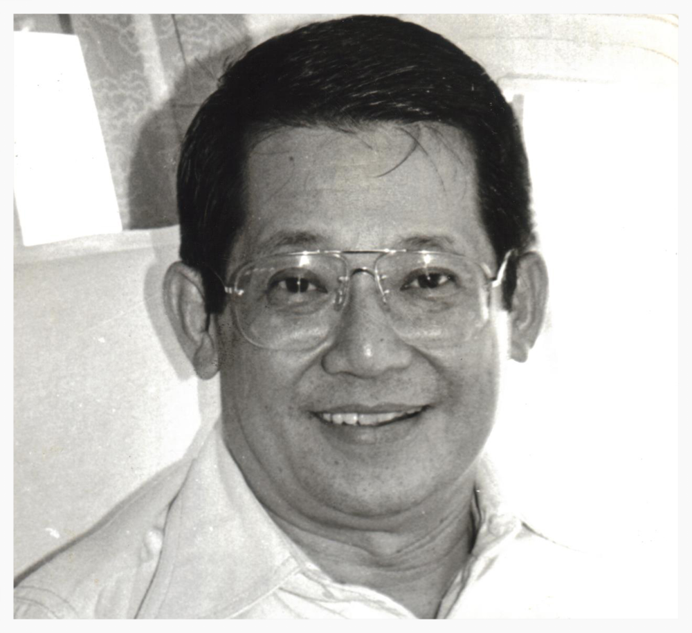 Ninoy Aquino on his final flight home (Photo courtesy of Ken and Lupita Kashiwahara)