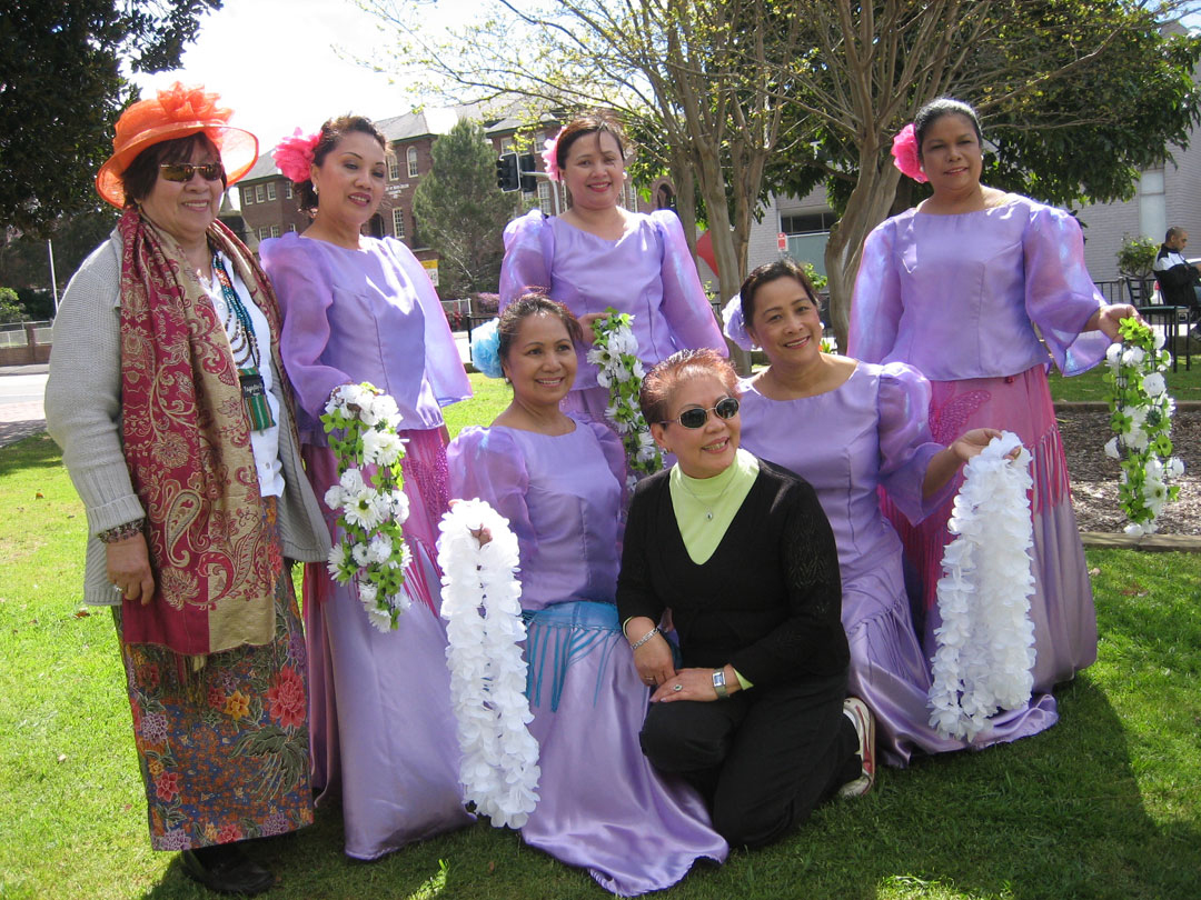 The Mindanao Ethnic Dance Group at Prince Alfred Park Spring Fair Festival, September 2011 (Source: thefilipinoaustralian.com)