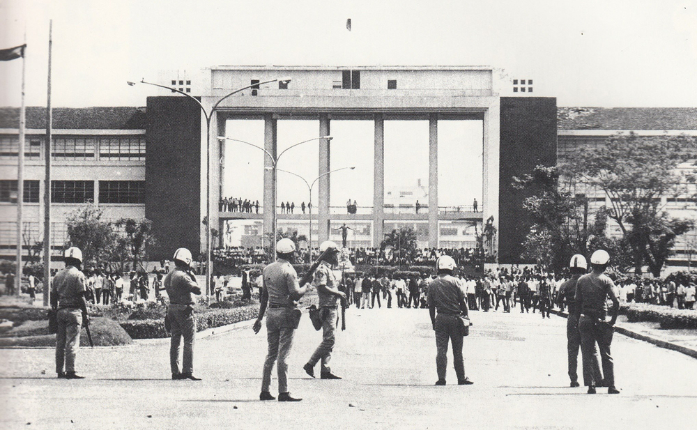 The University of the Philippines during the Diliman Commune in 1971. Campus ferment was common when the author enrolled as a freshman in 1972, a few months before martial law was declared. (Source: facebook.com)