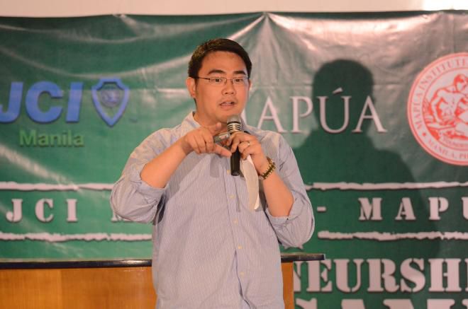Valencia talks about technopreneurship at the Mapua Bootcamp. (Photo courtesy of Earl Valencia)