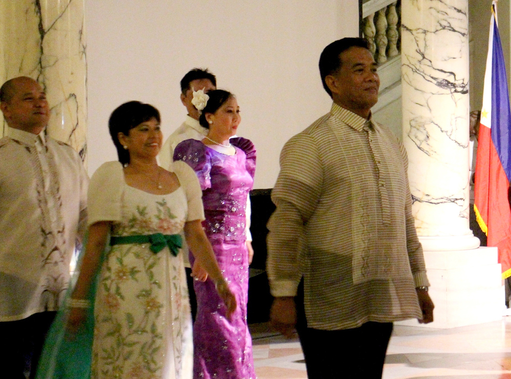 "Rolly Mercado, President of CFAA (right), with Ana Maria Langer (second from left), Lenybeth Nayo (third from left), Noel Garcia performed ""Rigodon de Honor"" with the other prominent leaders of Philippine community in Vienna. (Photo by Carlos Ycasiano)"