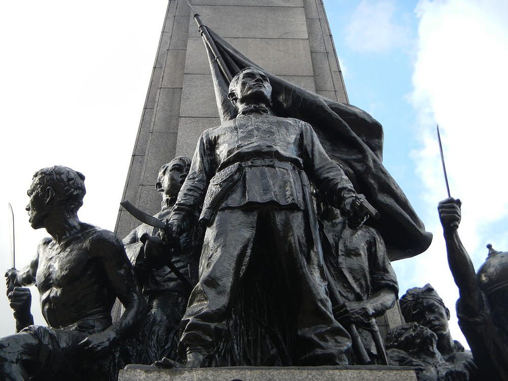 Guillermo Tolentino's Bonifacio monument on EDSA Circle in Caloocan City (Source: Wikimedia Commons)