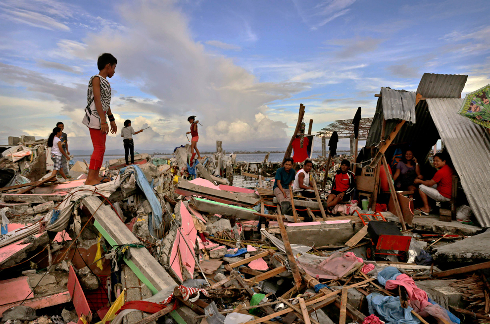 Survivors sift through wreckage in the aftermath of Typhoon Yolanda (Haiyan) (Source: boston.com, photo by Kevin Frayer/Getty Images)