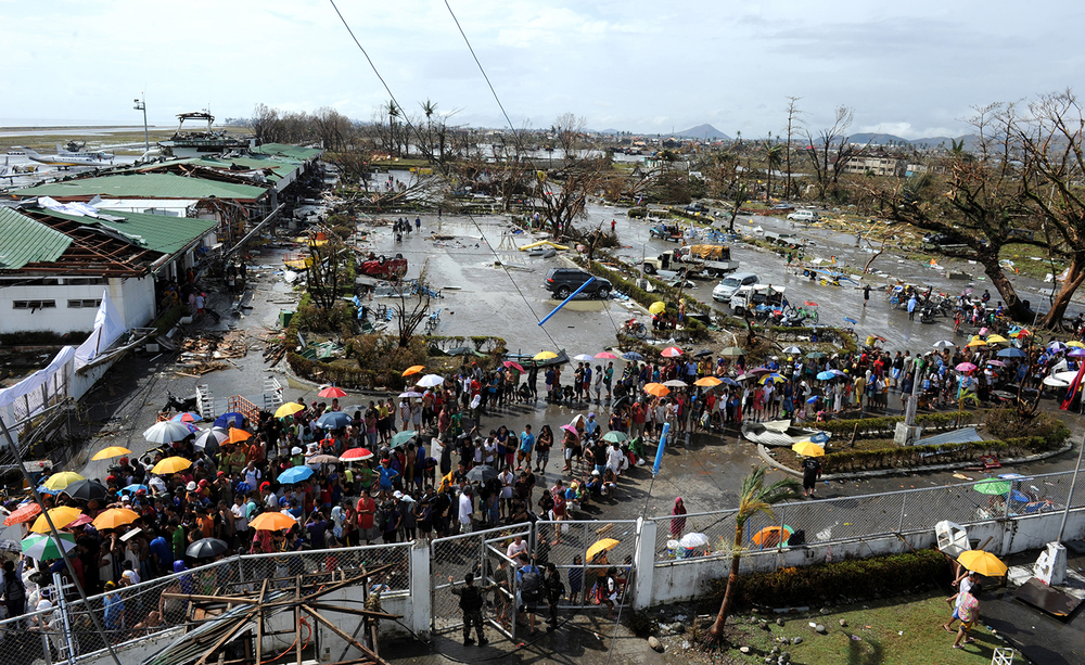 Survivors line up to receive relief goods at Tacloban Airport (Source: www.ideastream.org, photo by Ted Aljibe)