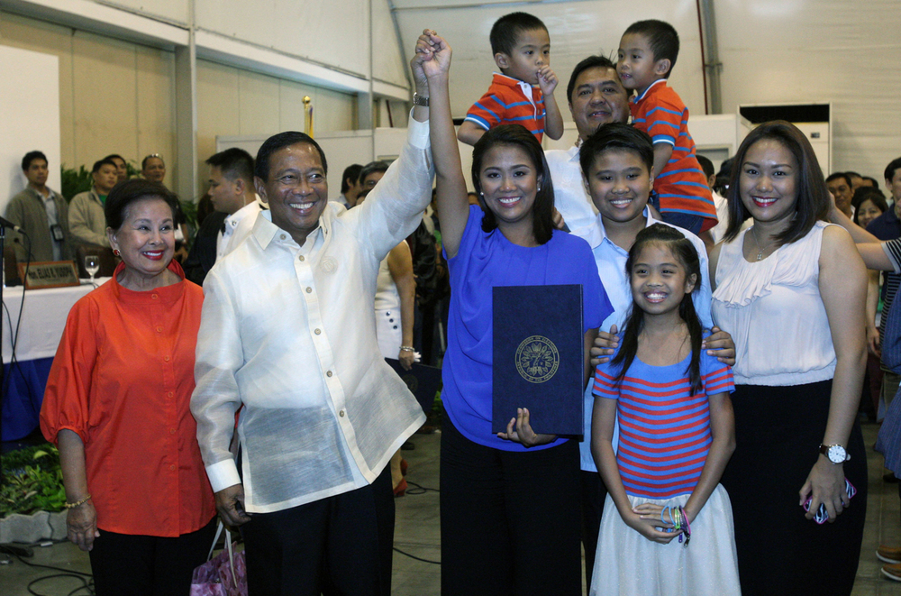 Vice President Jejomar Binay (second from left) and Senator Nancy Binay (center) (Source: nancybinay.net)