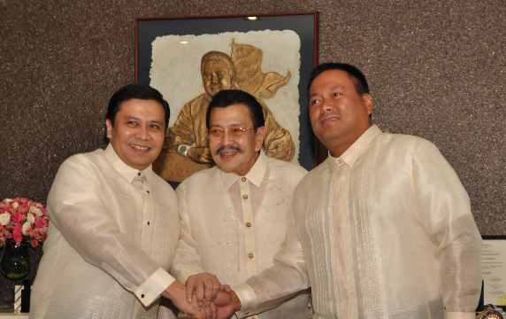 (L-R) Senator Jinggoy Estrada, Manila Mayor Joseph Estrada and Senator JV Ejercito  (Source: rappler.com)