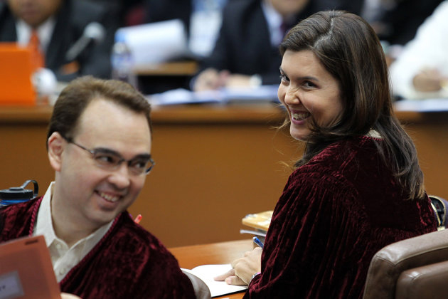 Senators Alan Peter Cayetano and Pia Cayetano  (Source: yahoo.com)