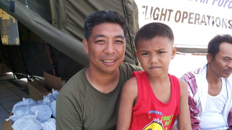 Lt. Col. Boysie Carangan reunited with the boy, Miguel  (Photo from Charly's blog)