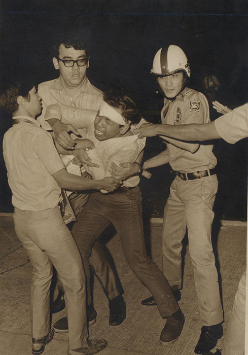 Police arrest militant students at the Congress rally, January 26, 1970. (Source: Romeo Candazo)