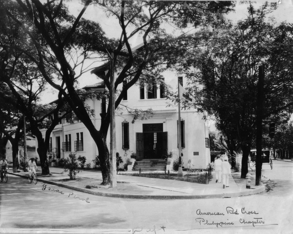 Charles Foster's office in the Red Cross Building at the corner of Isaac Peral and Gral. Luna (Source: manilanostalgia.com)