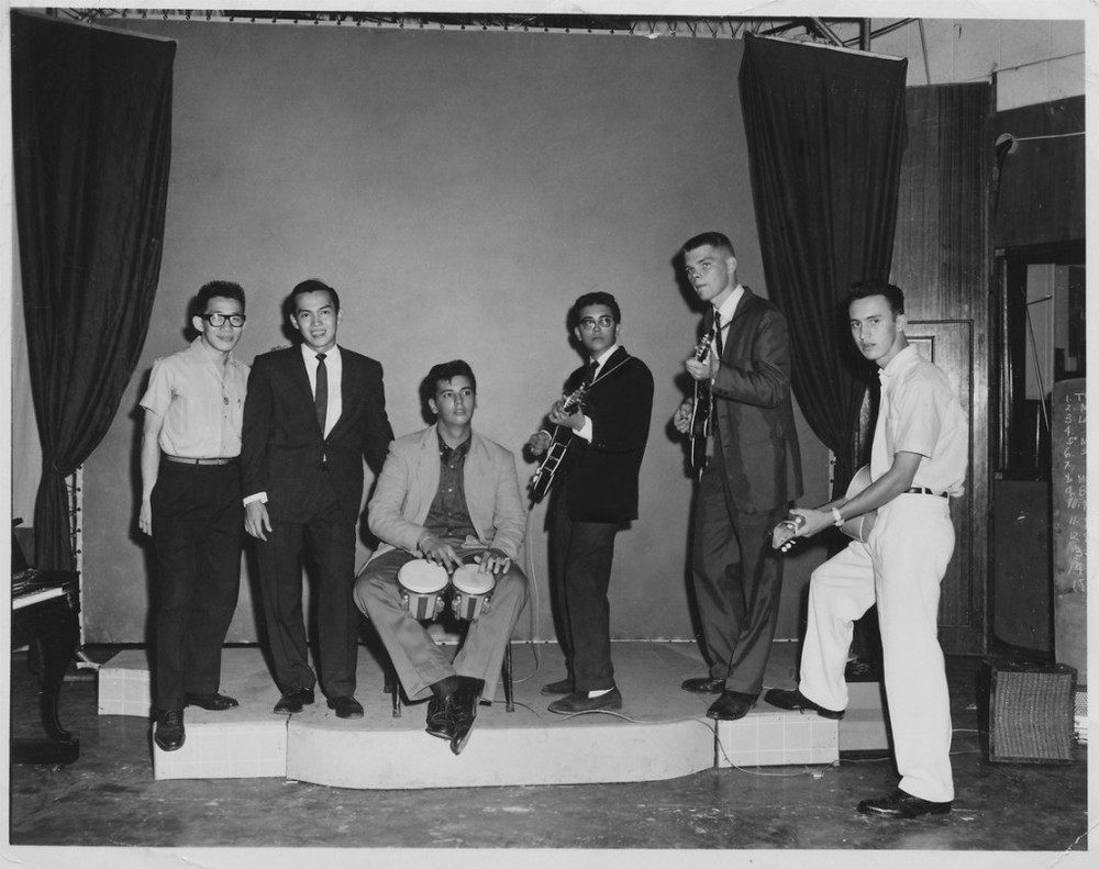 Band Picture (left to right): Bobby Ng, Danny Marquez, Rick Catala, Lou Gopal, Bobby Franklin – and sneaky Ronnie Davis. (Source: manilanostalgia.com)