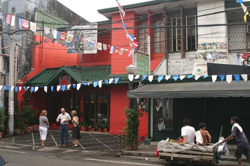 The crab restaurant is painted red, the other half of the duplex on the right. (left to right-Judy, Skip, and my wife Michelle) (Source: manilanostalgia.com)