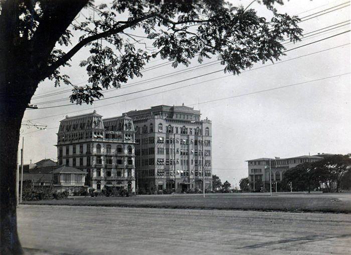 Luneta Hotel on the left next to the University Club apartments, 1932 (Source: manilanostalgia.com)