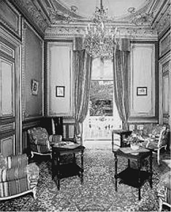 Luneta Hotel ante-chamber of a suite (Source: manilanostalgia.com)