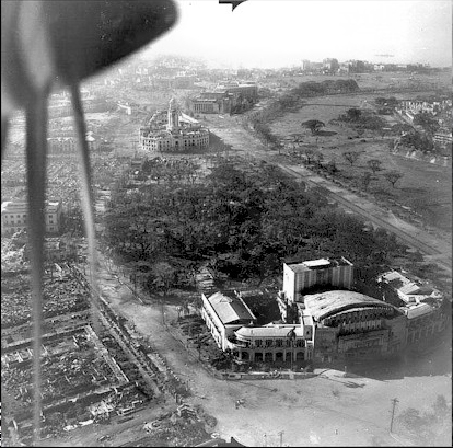 Aerial view of the Metropolitan Theater. The wooded area behind it was the Mehan Gardens and Zoo. c.1945 (Source: manilanostalgia.com)