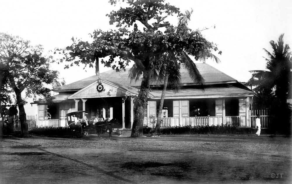 Army Navy Club close to the St.Augustine Church, 1900 (Source: manilanostalgia.com)