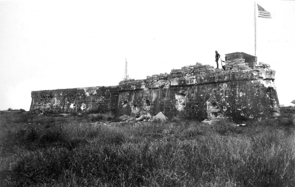Ft. San Antonio Abad , west side, 1898 (Source: manilanostalgia.com)