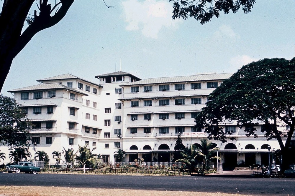 Manila Hotel in the 1960s (Source: manilanostalgia.com)