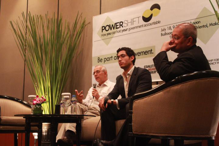 Henry Motte Muñoz (center) speaks at a panel on corruption.  (Photo courtesy of Bantay PH)