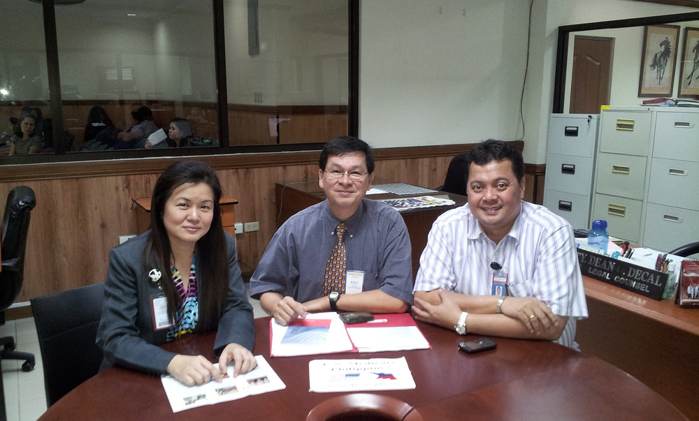 Dr Joanne Cosin, (left) Patients Services Director of Cebu's internationally accredited Chong Hua Hospital renews their promotional partnership agreement with Eric Lachica, (center) organizer of US Medicare PH as the hospital's legal counsel Dean Decal looks on. (Photo courtesy of Eric Lachica)