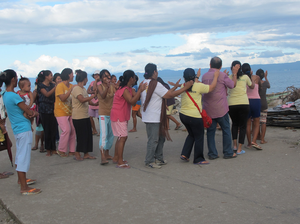 Rene leading a group massage on the beach in Tacloban City. (Photo courtesy of Rene J. Navarro)