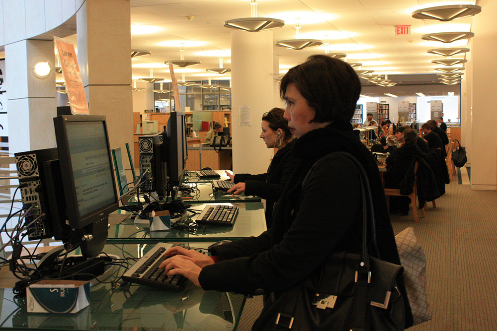 Mina Roces researches at the San Francisco Public Library (Photo by Astrid M. Barros)