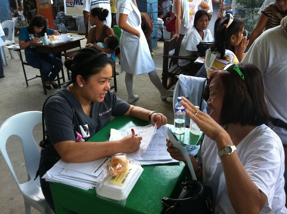 Dr. Elisse Catalan on a Medical Mission/Free Clinic in Cebu City (Photo courtesy of Elisse Catalan)