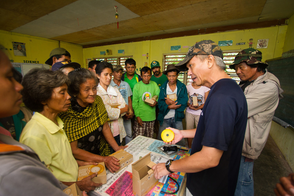An Ilonggo volunteer translates and gives instructions to recipients  (Photo by Chris Yuhico)
