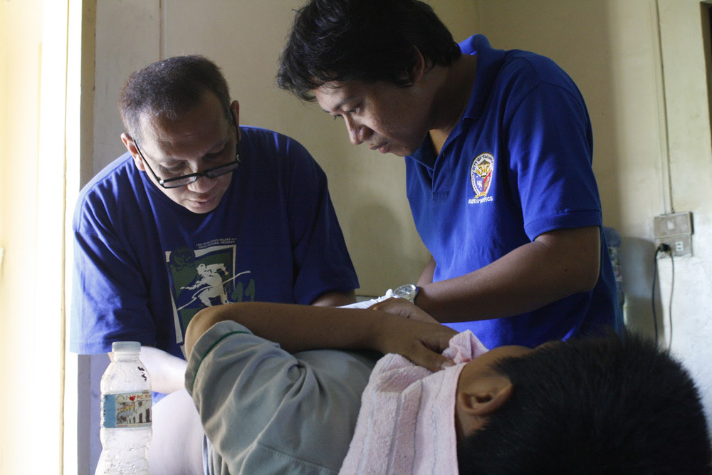 Local medical officials performing a circumcision in Tacurong, Cotabato (Source: site.tacurong.gov.ph)