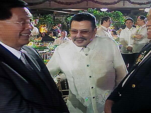 Senator Juan Ponce Enrile (left) and Mayor Joseph Estrada (Source: Inquirer.net)