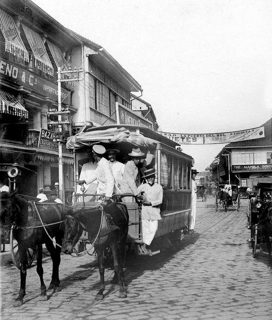 Escoltawithhorse-drawntranvia—c.1910(Source:ManilaNostalgia)
