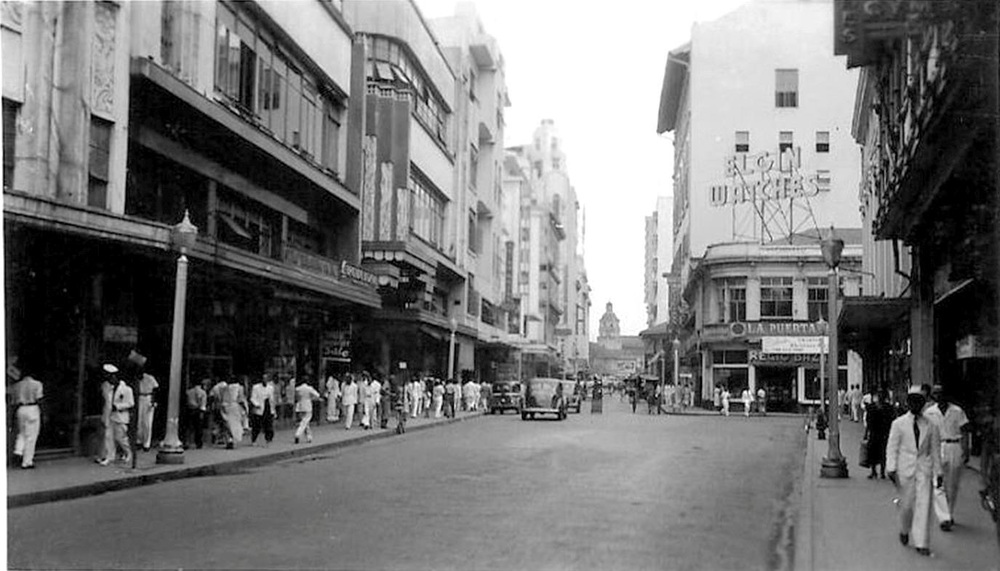 Escolta showing the Crystal Arcade on the left—c.1937 (Source Manila Nostalgia)