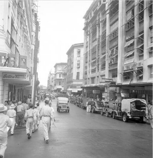 Only a year after the war, Escolta comes back to life.-1946 (Source: Manila Nostalgia)