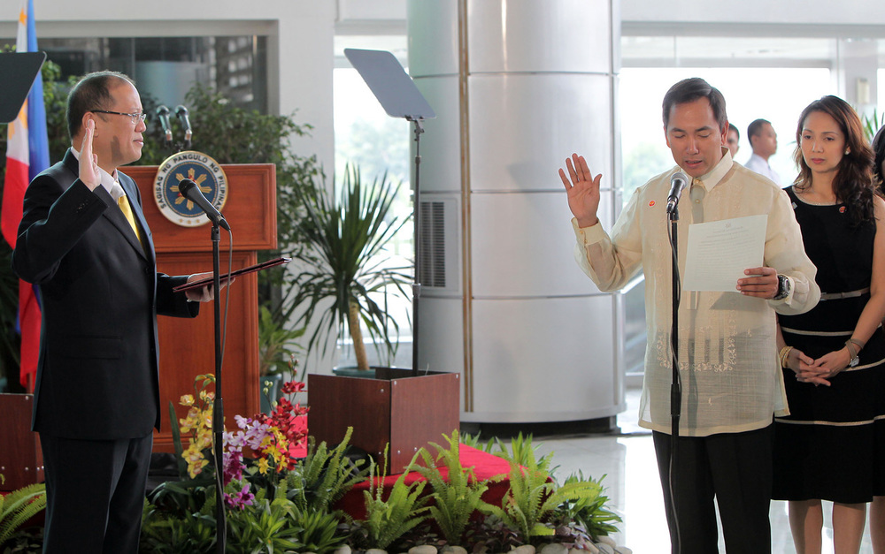 President Benigno Aquino III swears in Carlos Jericho Petilla as Secretary of Energy (Photo from Official Gazette)