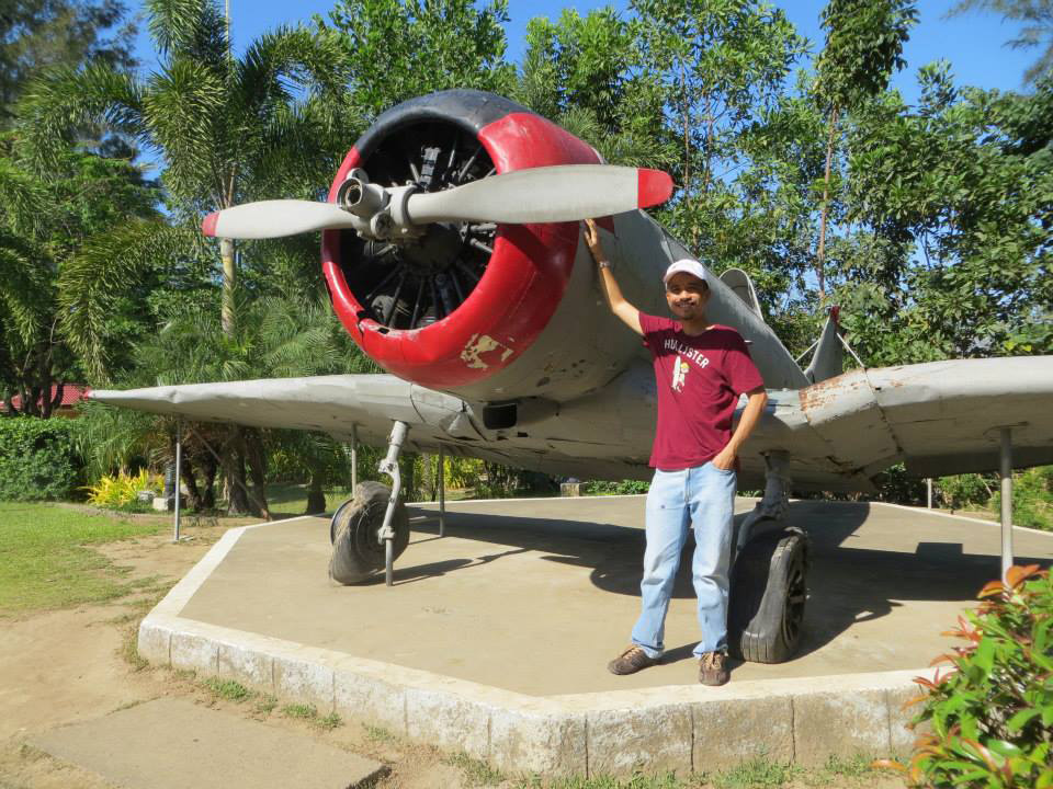 The author and one of the Cessna planes (Photo courtesy of Excel Dyquiangco)