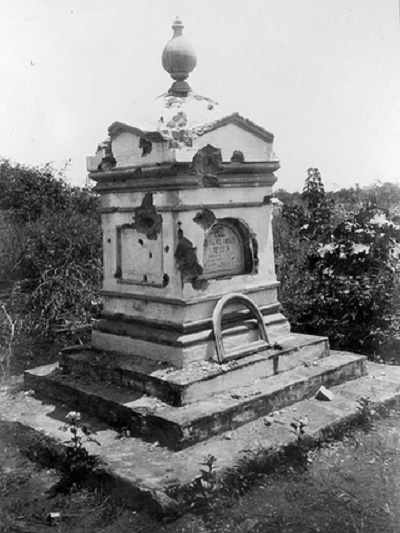 Monument of a cemetery located at the south west of Fort San Antonio Abad. The area is where the present-day Harrison Plaza now stands. (Photo by John Tewell via Flickr)