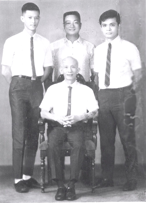 Grandmaster/Shigong Lao Kim (seated). Standing (L-R) Ching See San, Master Johnny Chiuten and Rene J. Navarro (Photo courtesy of Rene J. Navarro)