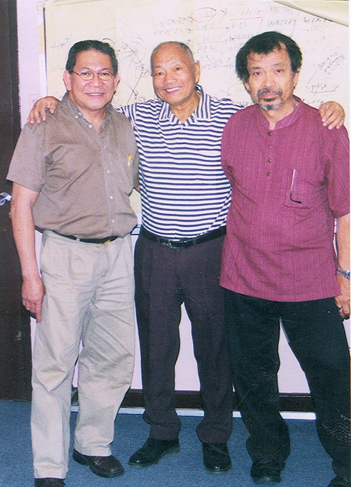 Grandmaster Johnny Chiuten (center), Dr. Jopet Laraya (left) and Rene J. Navarro (right) (Photo courtesy of Rene J. Navarro)