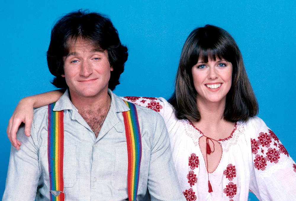 Robin Williams and Pam Dawber as Mork and Mindy (Source: scifipulse.net)