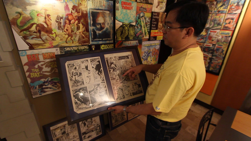 Alfredo Alcala, Jr. showing the works of his famous dad (Photo courtesy of Pepper Marcelo)