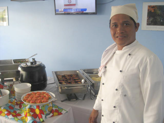 Chef Peter Cayabyab at the lunch buffet table (Photo by Tiago Gutierrez Marques)