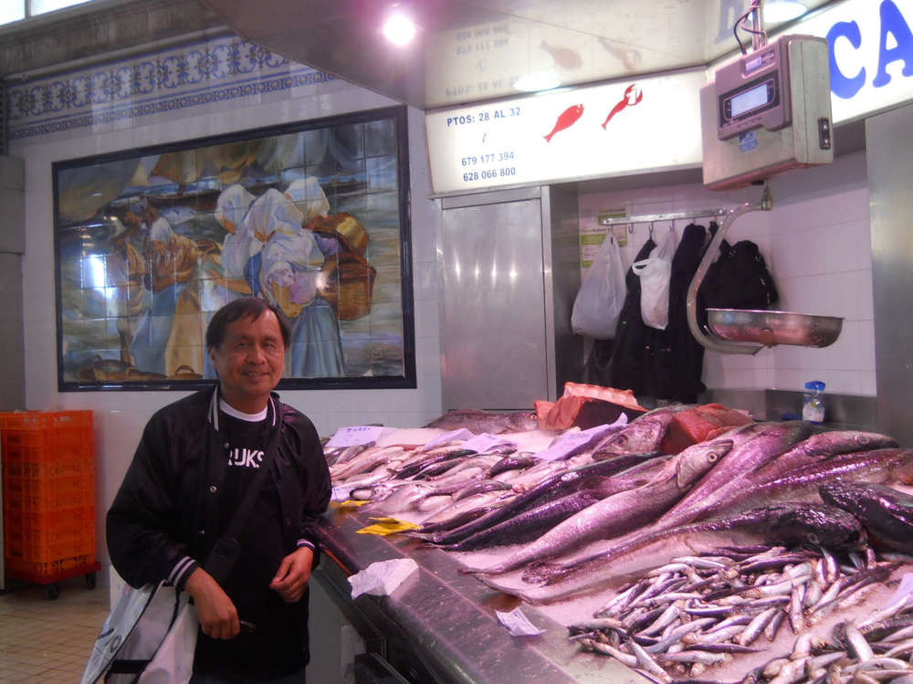 Mercat Central is Valencia's spacious and attractive public market. The mural in the background is based on Joaquin Sorolla's painting. (Photo courtesy of Rey de la Cruz)